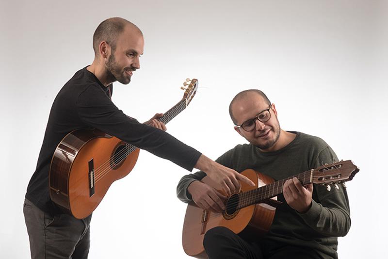 Aprendiendo-a-tocar-la-guitarra-021