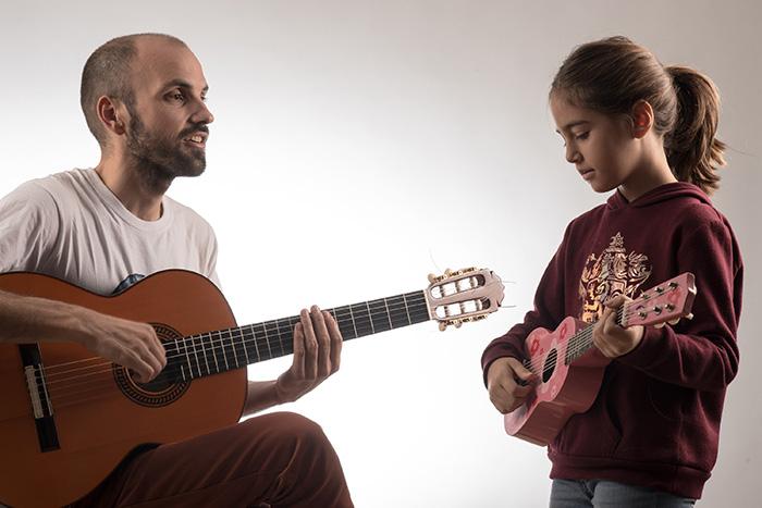 Clases-guitarra-niños-003