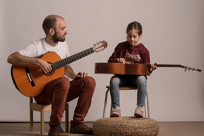 Clases-guitarra-niños-004